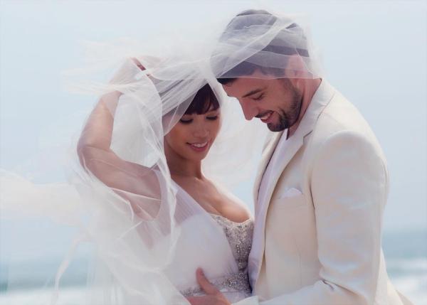 Ảnh cưới lãng mạn của Hà Anh và chồng Tây.