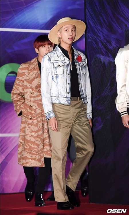 Khi leader nhóm nhạc toàn cầu 'đụng hàng' chàng trai 'hot hit' xứ Trung:RM (BTS) hay Vương Nhất Bác thắng thế? 1