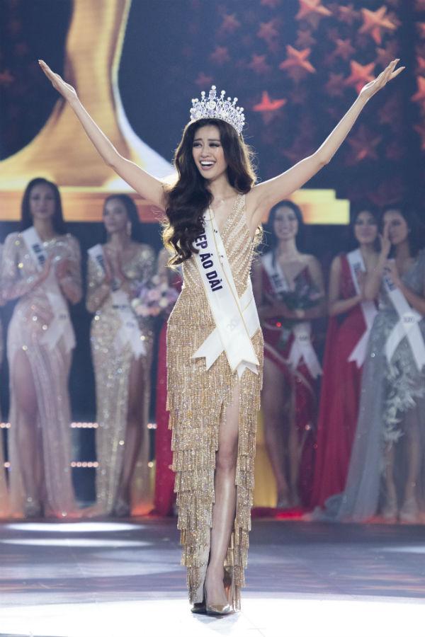 Nguyễn Trần Khánh Vân trong giây phút đăng quang