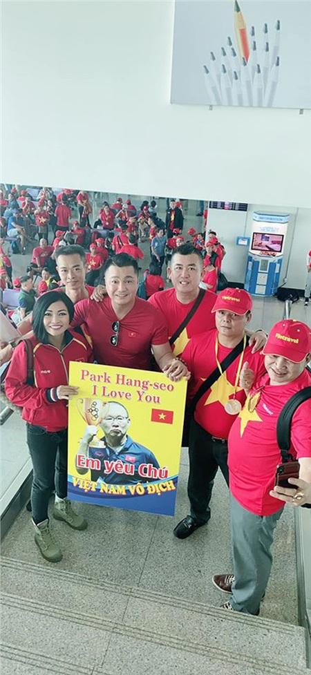 Trước thềm chung kết SEA Games, Phương Thanh rủ '500 anh em' nhuộm đỏ sân bay, sang Philippines cổ vũ tuyển Việt Nam 0