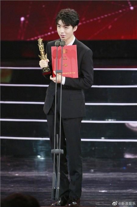 Vương Tuấn Khải phát biểu nhận giải tại Kim Phượng hoàng