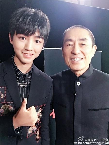 Vương Tuấn Khải và đạo diễn Trương Nghệ Mưu