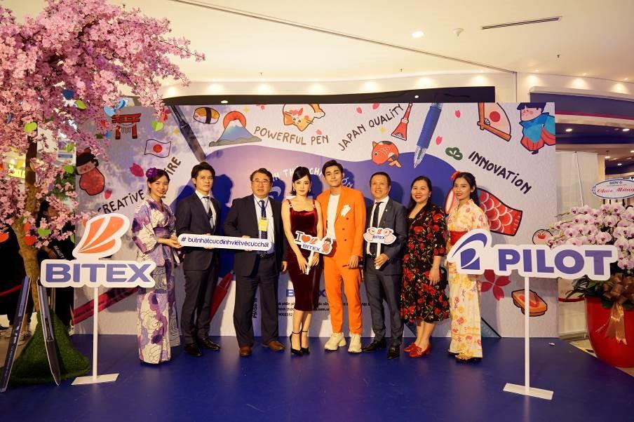 Sự kiện ra mắt Bút Pilot có sự tham dự của Chi Pu và Jun Phạm.
