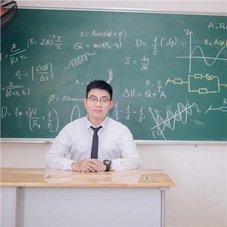 Nam sinh sở hữu học bạ 'khủng' toàn 9 phẩy: điểm cao nhưng rất 'quậy', hay bị nhắc vì nói chuyện riêng trong lớp 9