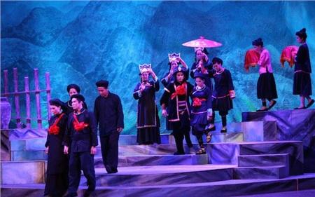 Vở diễn sân khấu được yêu thích nhất: Chuyện tình Khau Vai(đạo diễn: NSND Trung Kiên, Sân khấu mới Đại Việt)
