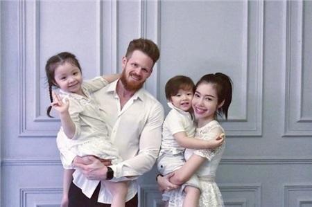 Gia đình Elly Trần.
