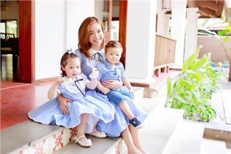Elly Trần cùng 2 nhóc tỳ đáng yêu.