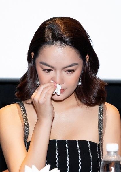 Phạm Quỳnh Anh bật khóc khi kể về cuộc hôn nhân.