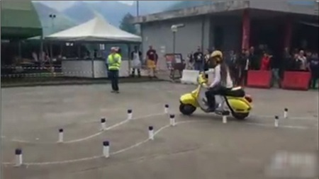 'Hoa mắt chóng mặt' với bài thi bằng lái xe máy toàn là 'vòng số 8' thách thức thí sinh ở nước ngoài 1