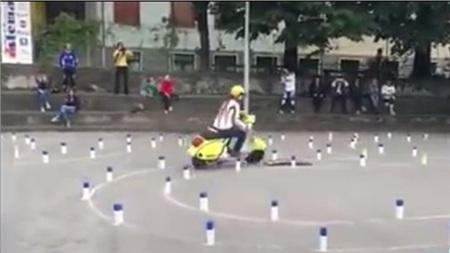 'Hoa mắt chóng mặt' với bài thi bằng lái xe máy toàn là 'vòng số 8' thách thức thí sinh ở nước ngoài 4