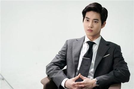 Trưởng nhóm EXO căng thẳng, miệng lưỡi run lẩy bẩy khi xuất hiện sau tin tức Chen lấy vợ? 3