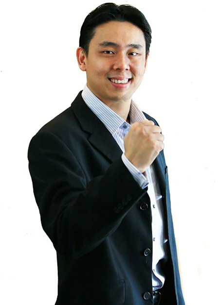 Adam Khoo là một trong 1% số sinh viên dẫn đầu trườngĐại học Quốc gia Singapore (NUS).