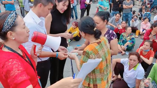 Đi từ thiện cùng chồng ngay sát Tết, Thủy Tiên bị fan trêu 'xài hao quá' vì mái tóc bạc của Công Vinh 3