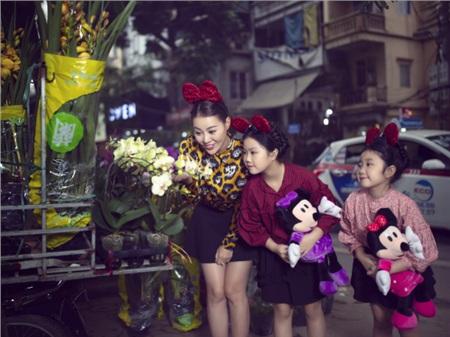 Thanh Hương bên hai con gái yêu.