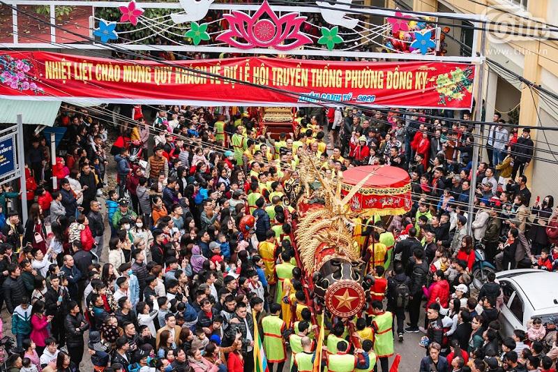 Lễ hội rước pháo tấp nập người tham gia
