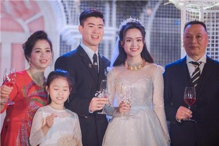 Cận cảnh loạt váy cưới hàng hiệu, đắt đỏ của 'công chúa béo' Quỳnh Anh 0