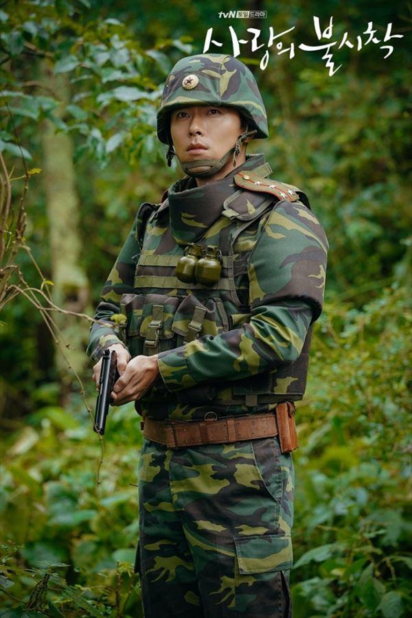 Ngoài Huyn Bin, màn ảnh Hàn Quốc còn có nhiều soái ca quân nhân khiến fan nữ 'thầm thương trộm nhớ' 0