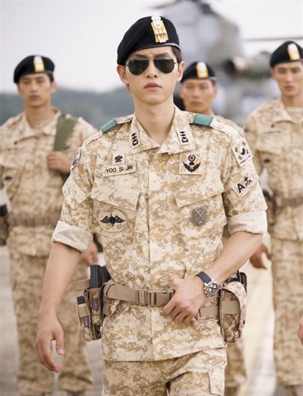 Ngoài Huyn Bin, màn ảnh Hàn Quốc còn có nhiều soái ca quân nhân khiến fan nữ 'thầm thương trộm nhớ' 2