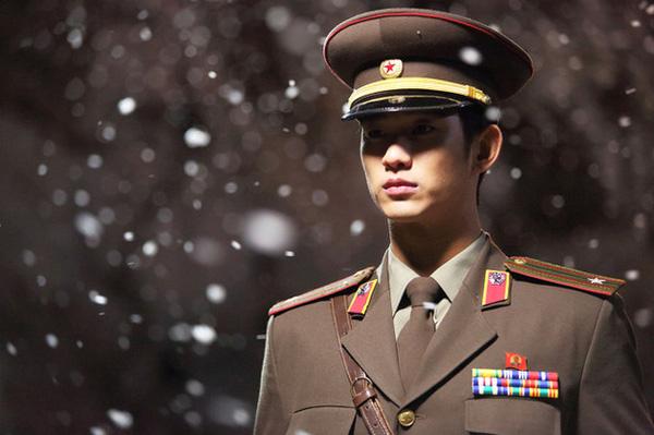 Ngoài Huyn Bin, màn ảnh Hàn Quốc còn có nhiều soái ca quân nhân khiến fan nữ 'thầm thương trộm nhớ' 4