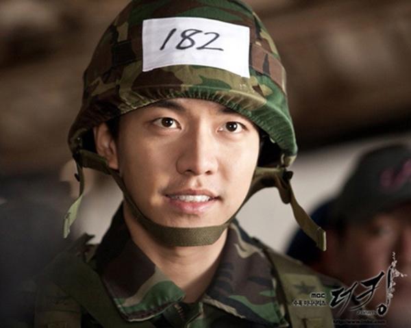 Ngoài Huyn Bin, màn ảnh Hàn Quốc còn có nhiều soái ca quân nhân khiến fan nữ 'thầm thương trộm nhớ' 5