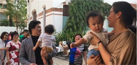Thanh Bùi và Huệ Vân đã sinh đôi con trai đầu lòng hồi tháng 9/2016 nhưng gia đình anh không muốn tiết lộ với truyền thông.Tên hai con của Thanh Bùi là Kiến An, Khải An.