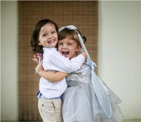 Hai bé Tôm - Tép nhà Hồng Nhung là một trong những cặp nhóc tỳ song sinh gây sốt hiện nay. Xuất hiện ở bất kỳ sự kiện nào, hai bé cũng trở thành tâm điểm thu hút sự chú ý của công chúng.