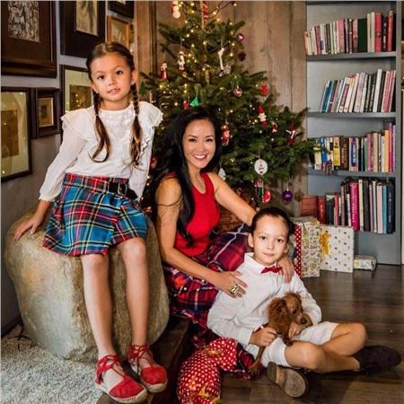 Cặp song sinh của ca sĩ hiện 7 tuổi, tên khai sinh là Aiden và Lea. Cả hai đều sở hữu đôi mắt đẹp và nụ cười rạng rỡ như thiên thần.