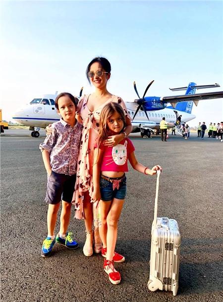 Tuy rất bận rộn với lịch trình làm việc, bà mẹ 2 con vẫn tranh sắp xếp đưa các con đi thăm thú nhiều nơi để có thêm nhiều trải nghiệm mới.