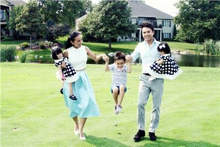 Cặp song sinh của MC Huyền Ny tên Hạ Mây - Hải Cát, chào đời hồi tháng 6/2014. Huyền Ny chia sẻ trong thời gian mang thai, cô tạm ngưng công việc vì ốm nghén nặng.