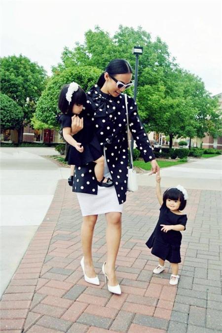 Tuy Huyền Ny rất đam mê nghệ thuật, thế nhưng từ ngày có gia đinh côluôn ưu tiên thời gian cho các con.