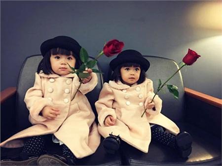 Vẻ kháu khỉnh, đáng yêu của cặp song sinh nhà Huyền Ny.
