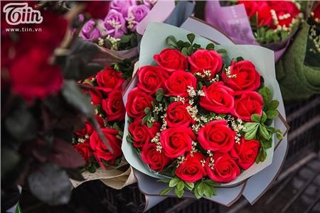 Một 'combo' hoa và chocolate là 250.000 đồng - mức giá cũng được nhiều người đánh giá là khá phải chăng.