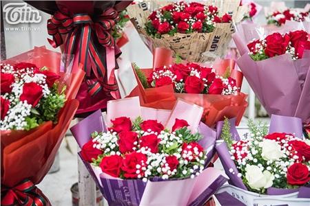 Valentine mùa Corona: Hoa và quà rẻ hơn năm ngoái nhưng các sạp hàng vẫn hiu hắt vắng bóng người mua 7