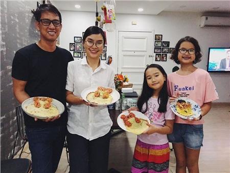 Hoàng Lam - Lam Vy bên bố mẹ