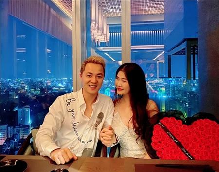 Đăng Khôi cực lãng mạn, tặng Thuỷ Anh 99 bông hồng 'siêu to khổng lồ' 0