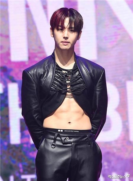 Công ty quản lý cũ của Bi Rain khiến dân tình phẫn nộ khi để idol trẻ mặc áo xẻ giữa trời lạnh, 2 ngày không dám uống nước 2