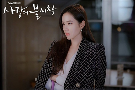 Những nữ tổng tài vạn người mê trên màn ảnh Hoa - Hàn: Tống Thiến 'cặp kè' trai trẻ, Son Ye Jin trăn trở vì quá nhiều tiền 0