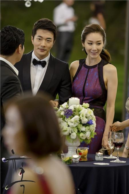 Những nữ tổng tài vạn người mê trên màn ảnh Hoa - Hàn: Tống Thiến 'cặp kè' trai trẻ, Son Ye Jin trăn trở vì quá nhiều tiền 4