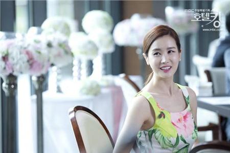 Những nữ tổng tài vạn người mê trên màn ảnh Hoa - Hàn: Tống Thiến 'cặp kè' trai trẻ, Son Ye Jin trăn trở vì quá nhiều tiền 6