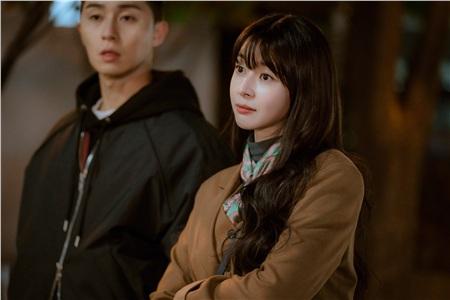 2 cô gái cùng 'fall in love' Park Seo Joon trong 'Itaewon Class': 1 cô là đả nữ thế hệ mới, 1 cô là tình tin đồn của Lee Jong Seok 16