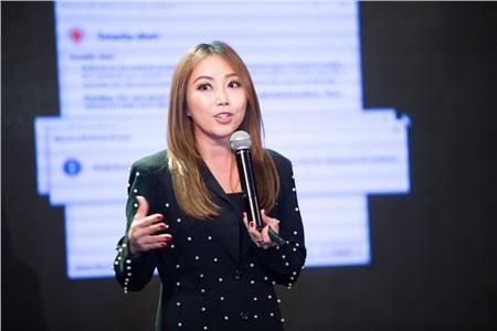 Giám đốc chuyên môn và nhân sự chị Loan Huỳnh