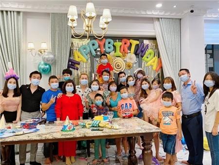 Phong cách sinh nhật 'chuẩn' mùa corona của gia đình Đăng Khôi - Thủy Anh