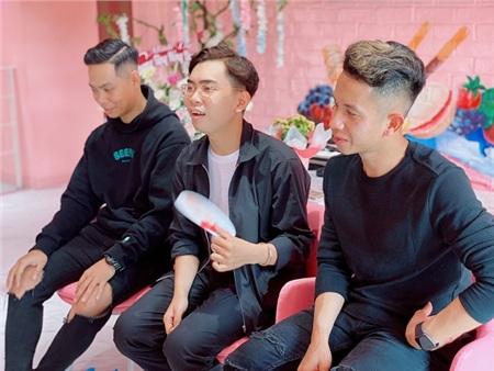 Xuất hiện tại buổi họp fan của cầu thủ Hồng Duy, Minh Dựcực hài hước khiến fan 'cười ngất' 0
