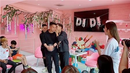 Xuất hiện tại buổi họp fan của cầu thủ Hồng Duy, Minh Dựcực hài hước khiến fan 'cười ngất' 1