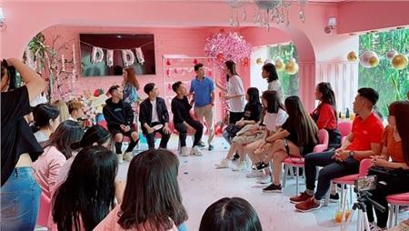 Xuất hiện tại buổi họp fan của cầu thủ Hồng Duy, Minh Dựcực hài hước khiến fan 'cười ngất' 2