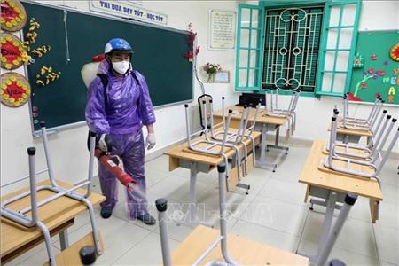 Trường THCS Trưng Vương, quận Hoàn Kiếm, Hà Nội tiến hành phun thuốc khử khuẩn.