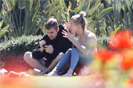 Justin Bieber gào thét mắng Hailey Baldwin chỉ vì... chơi game thua, fan lo ngại cho tâm lý của cả hai 4