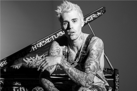 Justin Bieber đang dấy lên nghi vấn vẫn chưa phục hồi bất ổn tâm lý.
