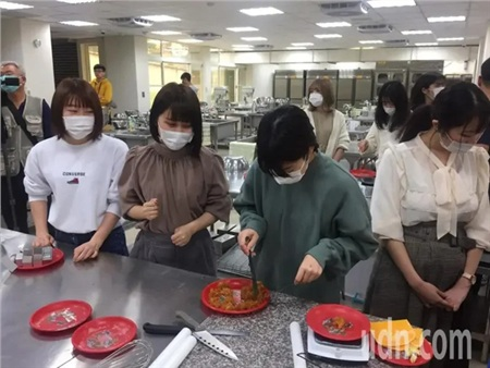 Không ngại dịch Covid-19 lan rộng, 19 nữ sinh Nhật đến Đài Loan học cách làm trà sữa trân châu 0