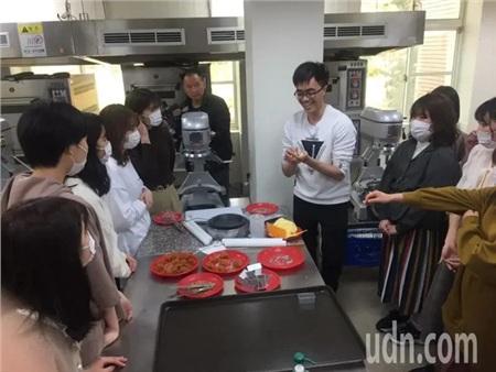 Không ngại dịch Covid-19 lan rộng, 19 nữ sinh Nhật đến Đài Loan học cách làm trà sữa trân châu 1